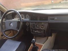 Mercedes-Benz-190-10