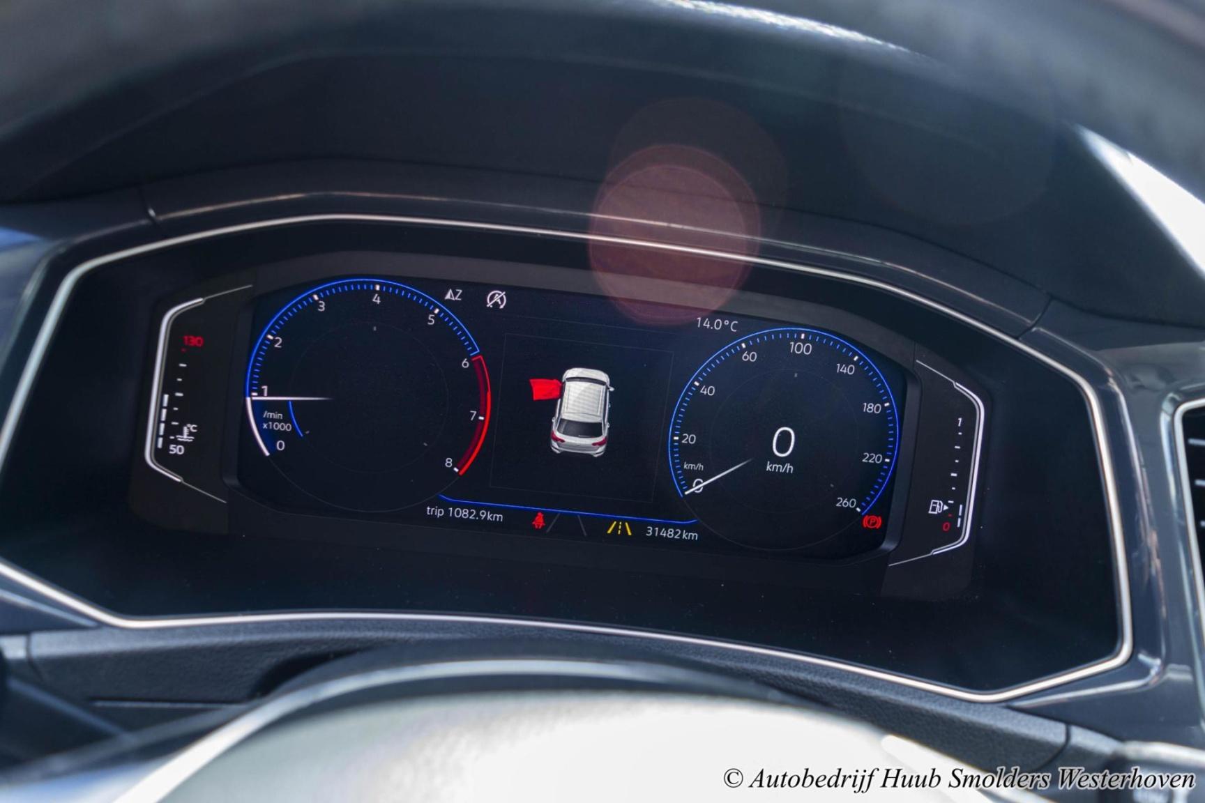 Volkswagen-T-Roc-30